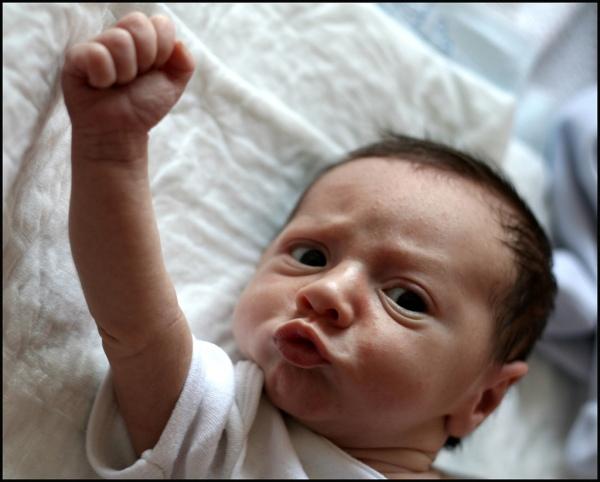 Foto av baby som knytter neven emilype på flickr: http://bit.ly/dTRlZX