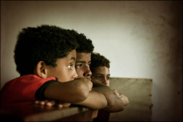 Foto av tre gutter. Tillatelse fra http://www.carf.no/
