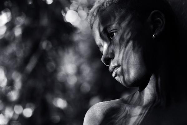 «Light awakening...»  S/H foto av gutt. Etter tillatelse fra http://www.carf.no/