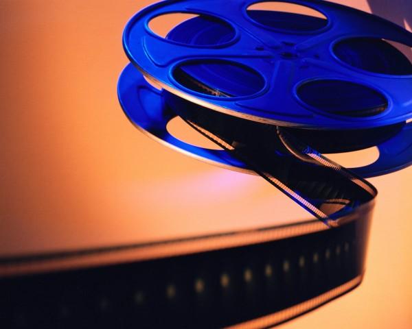 Foto av blå filmrull med filmstripe